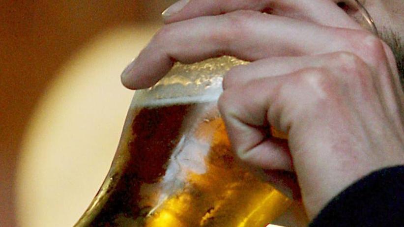 Vor der Wahl in Großbritannien: Niedrigere Biersteuer gegen Pubsterben gefordert