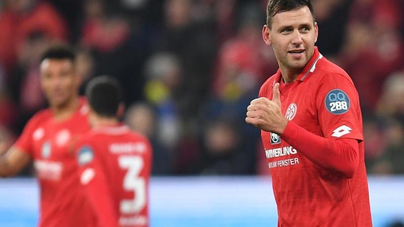 Bundesliga am Montag: Mainz siegt bei Beierlorzers Heim-Debüt gegen Frankfurt