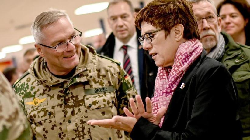 Verteidigungsministerin: Kramp-Karrenbauer zu Antrittsbesuch in Afghanistan