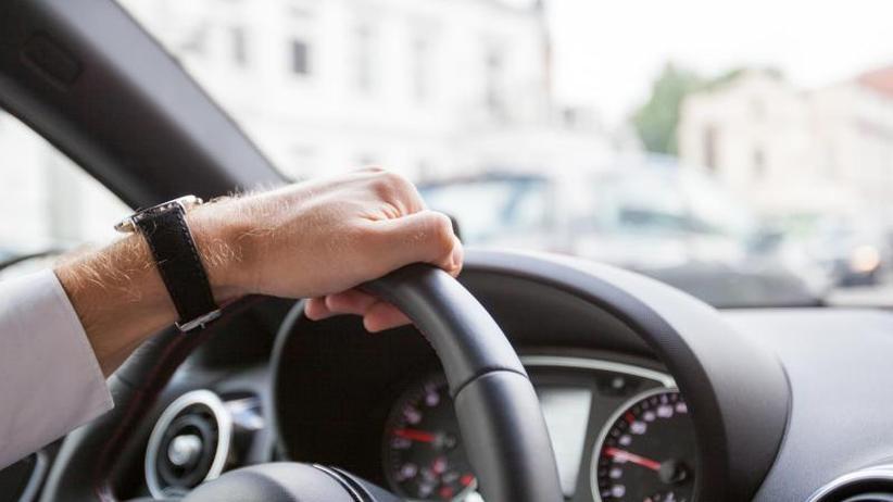 Richtig versteuern: Fahrtenbuch für Dienstwagen ab Januar führen