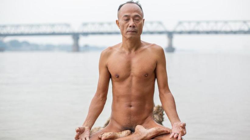 Nacktes Inselglück: Hanois Männer schwimmen sich frei