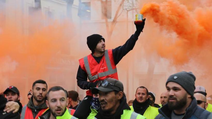 Streiks gehen weiter: Frankreichs Regierung schwächt umstrittene Rentenreform ab