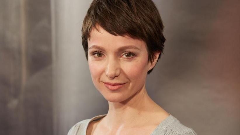 Schauspielerin: Julia Koschitz liest neben Dreharbeiten