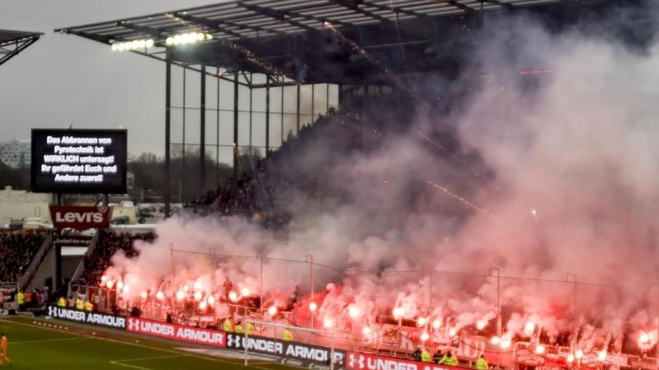 Pyro-Einsatz: DFB-Urteil: Strafen für HSV und St. Pauli reduziert