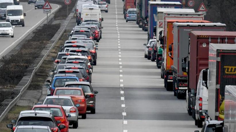Was Autofahrer wissen wollen: Wie bilde ich eine Rettungsgasse?