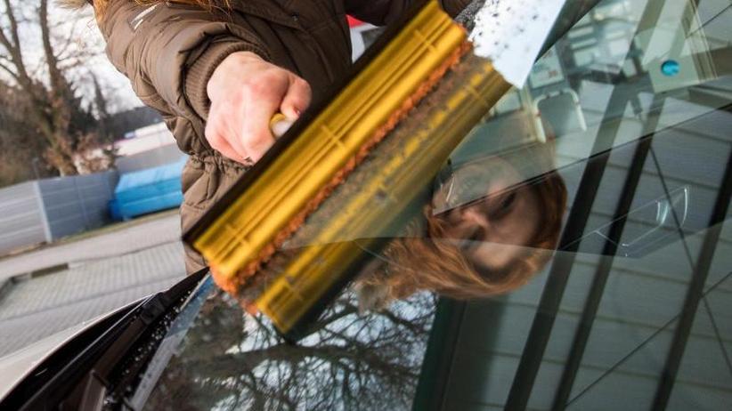 Zweckentfremdung: Tankstelle haftet nicht für Lackschaden durch Fensterwischer