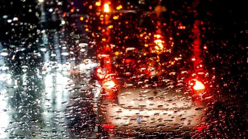 Unfällen vorbeugen: Bei schlechter Sichtnotfalls rechts ran fahren