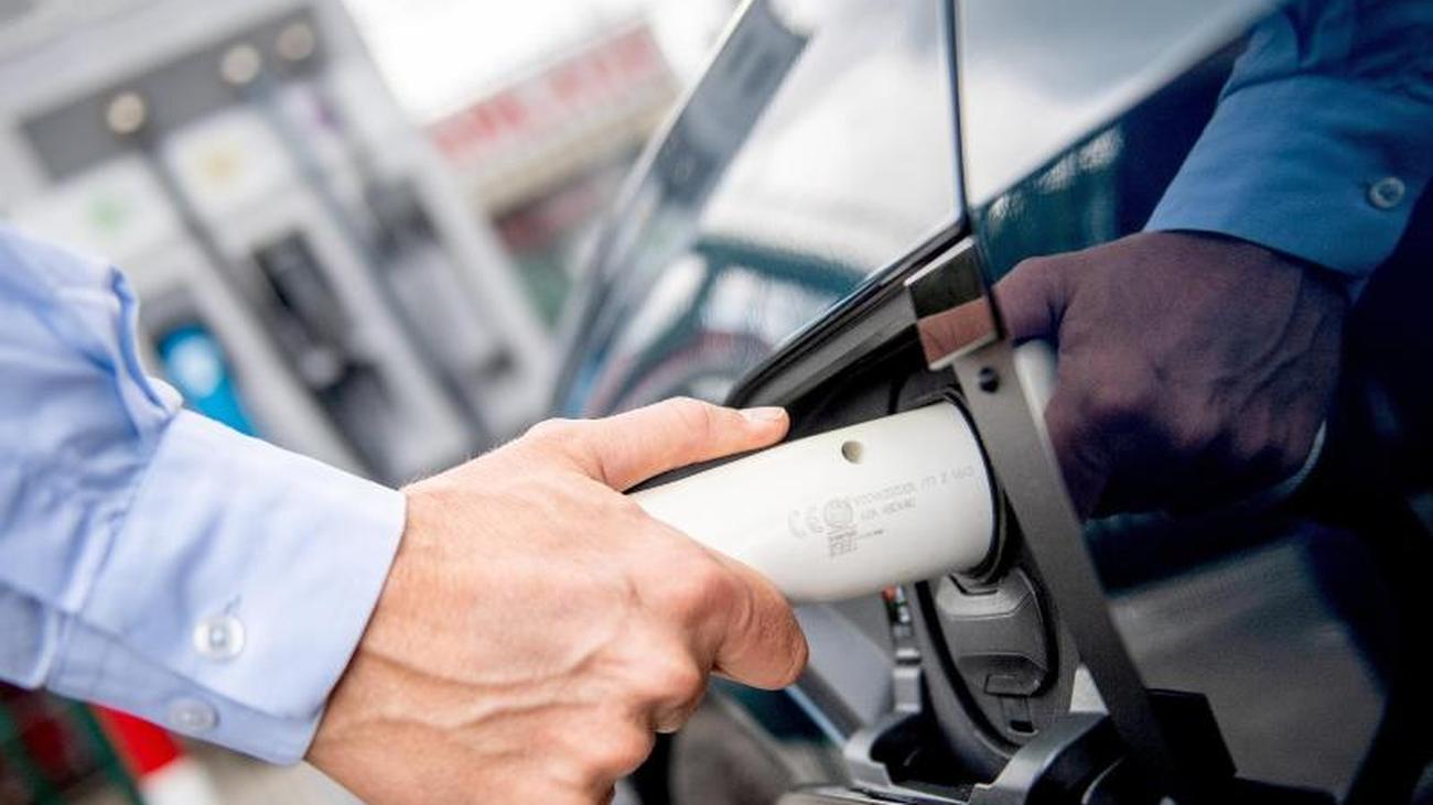 E-Auto aufladen: Chef kann bei Firmenwagen Stromkosten erstatten