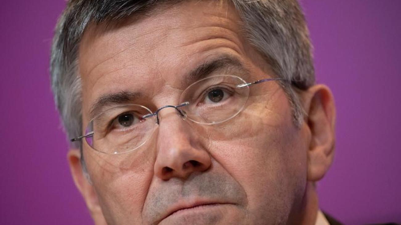 """Corona-Krise: Bayern-Präsident Hainer: FCB """"hervorragend aufgestellt"""""""