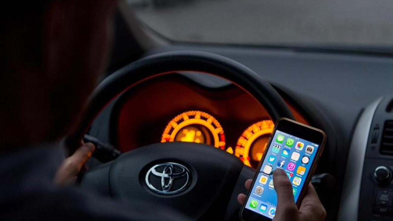 Wie weit reicht das Handyverbot im Auto?