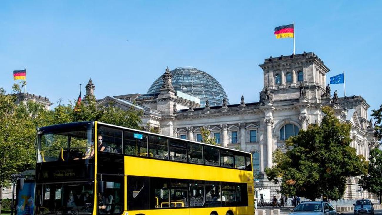 Im legendären 100er-Bus durch die Hauptstadt