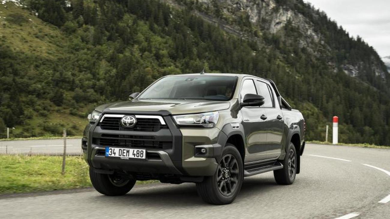 Neuer Toyota Hilux mit kantigerem Design und kräftigem Motor