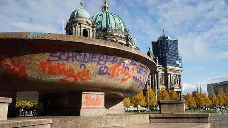 Granitschale Beschmiert Erneut Vandalismus Auf Der Berliner Museumsinsel Zeit Online