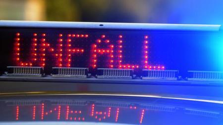 Unfalle Unfall Mit Sportwagen Auf A5 Mit Mehreren Verletzten Zeit Online