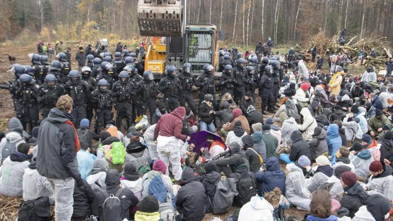 Proteste am Dannenröder Forst: Räumungen gehen weiter
