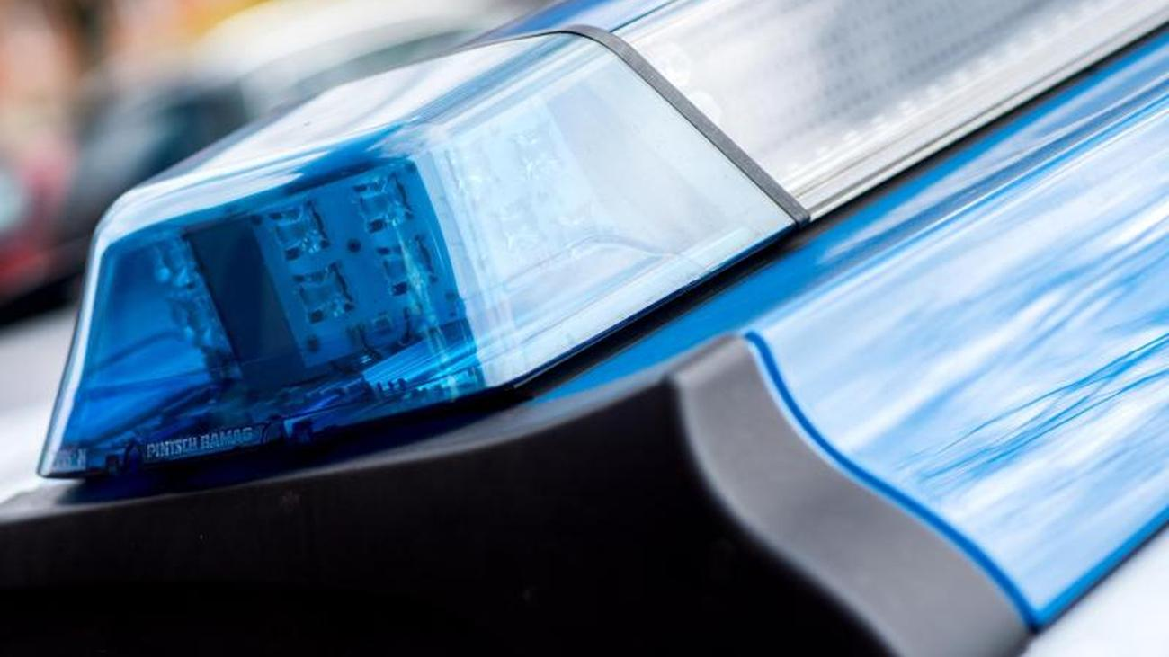 Raser überholt Videowagen der Polizei im Überholverbot