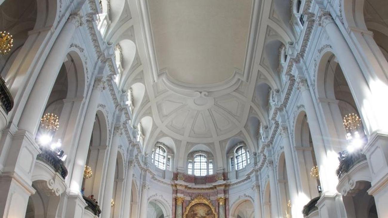 Bischof feiert Sanierung der Dresdner Kathedrale