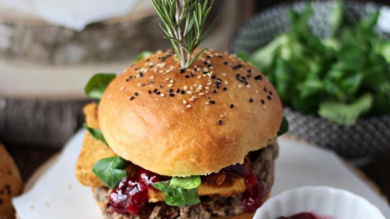 Rezept für Burger mit gebackenem Camembert