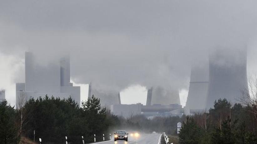 Atomausstieg und Klimaschutz: Rauchschwaden umgeben das Braunkohlekraftwerk Boxberg