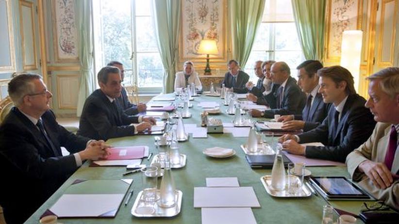 Die französische Regierung auf einem Sondertreffen in Paris am Mittwoch