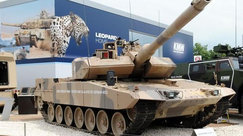 Rüstungsexport: Die Firma Krauss-Maffei Wegmann präsentiert einen Leopard 2 A7 Panzer.