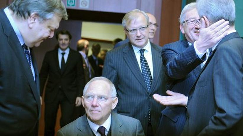 Euro-Krise: Griechenlands Finanzminister Venizelos (links) bei Verhandlungen Ende November mit (von links nach rechts) Bundesfinanzminister Schäuble, Euro-Gruppenchef Juncker, Italiens heutigem Regierungschef Monti und EU-Währungskommissar Rehn (hinten Mitte) in Brüssel.