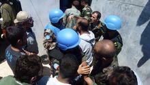 UN-Beobachter sprechen mit Mitgliedern der Freien Syrischen Armee