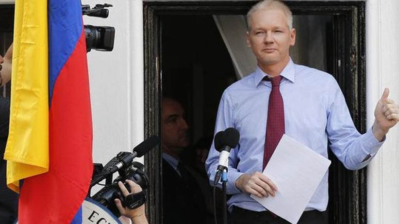 Julian Assange: Assange auf dem Balkon der Botschaft in London