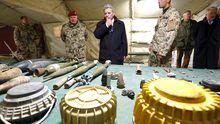 Bundespräsident Joachim Gauck besucht Bundeswehr-Soldaten im Camp Marmal.