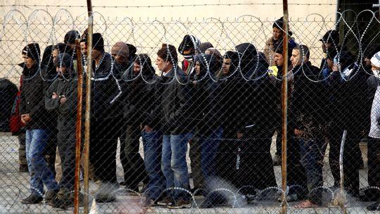 Migranten in einem griechischen Flüchtlingslager an der Grenzen zur Türkei