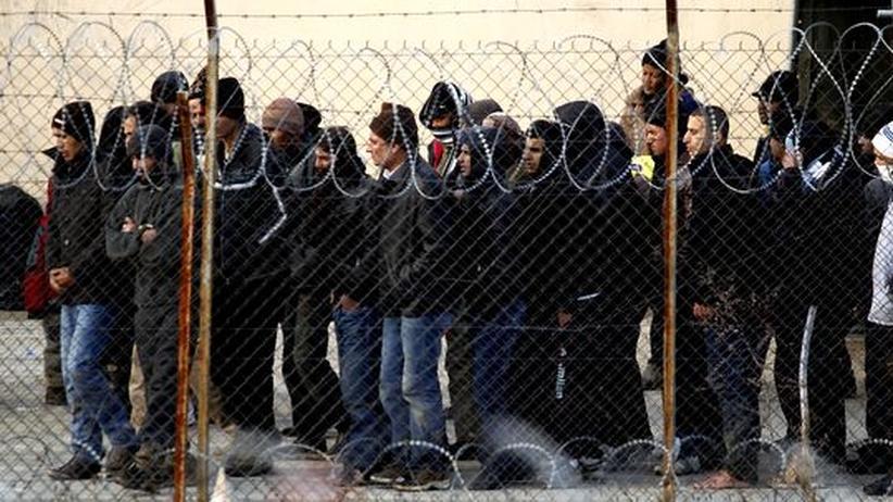 Flüchtlingskinder in Griechenland: Allein in verlassenen Häusern und unter Brücken