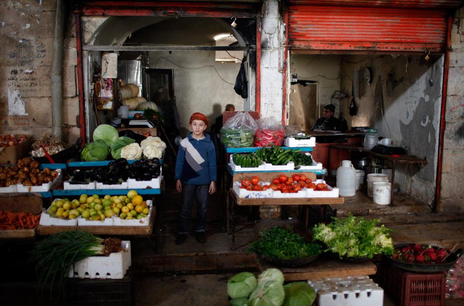 Auch in Azaz, 20 Kilometer nördlich von Aleppo, an der türkisch-syrischen Grenze gelegen, haben die Lebensmittelläden weiter geöffnet.