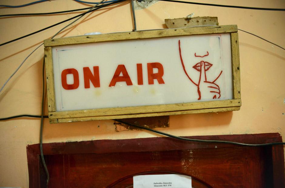 """""""On air"""". Die Sendung darf nicht gestört werden."""