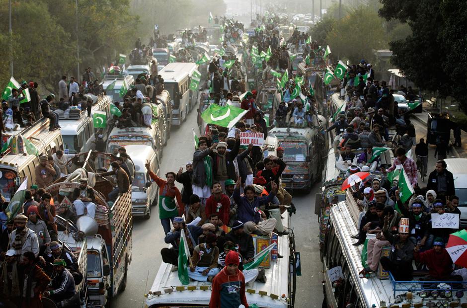 Zu Tausenden erreichten die Demonstranten unter Qadris Führung am Montag die pakistaniche Hauptstadt. Der Geistliche war erst vor einem Monat aus dem kanadischen Exil zurückgekehrt.
