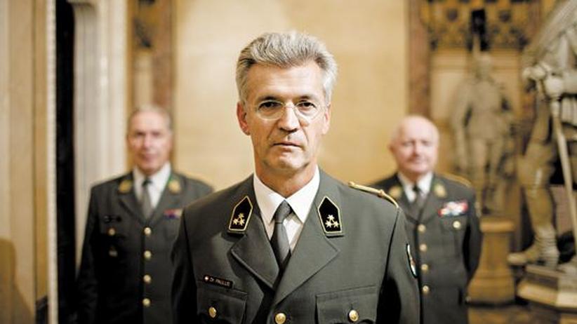 Wehrpflichtbefürworter: Eduard Paulus (Mitte) und Kameraden von der Österreichischen Offiziersgesellschaft