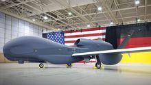 Am 8. Oktober 2009 wird der Euro Hawk in einem Hangar von Northrop Grumman in Palmdale, Kalifornien, das erste Mal gezeigt.