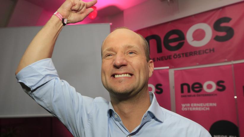 Neos: Matthias Strolz, Chef der liberalen Neos, feiert den Einzug seiner Partei ins Parlament.