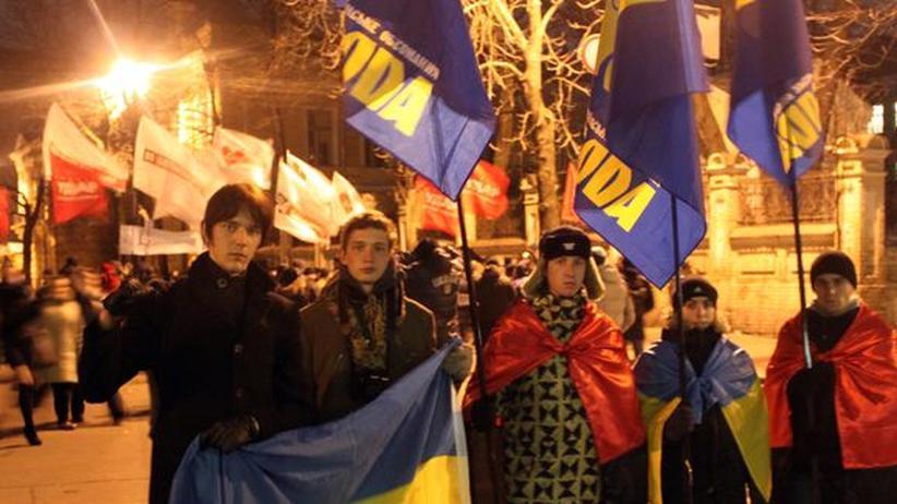 Die Swoboda-Unterstützer Wolodimir, Wikhailo, Wladidlaw, Iwan und Wassili