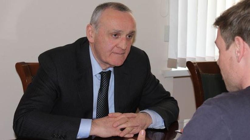 Alexander Ankwab während des Interviews in seinem Büro