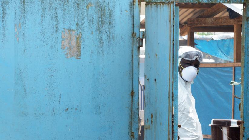 Bundeswehr: Vor verschlossenen Türen: Noch immer weisen die Krankenhäuser in Westafrika Ebola-Infizierte ab. Sie haben nicht genügend Ärzte und Betten, um sie zu behandeln.
