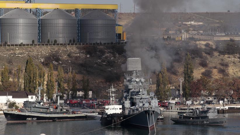 Ukraine-Krise: Schiff der russischen Marine im Hafen von Sewastopol auf der Krim am 4. November 2014