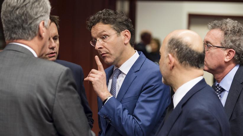 Brüssel: Eurogruppen-Chef Jeroen Dijsselbloem im Gespräch mit seinen Amtskollegen am Rande des Finanzministertreffens in Brüssel.