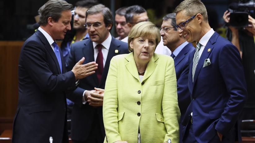 Eurokrise: (L-R) Britain's Prime Minister David Cameron, Portugal's Prime Minister Pedro Passos Coelho, Germany's Chancellor Angela Merkel and Finland's Prime Minister Alexander Stubb attend an European Union leaders summit in Brussels July 16, 2014. European Union leaders struggled on Wednesday to agree on a package of top jobs for the bloc in hopes of signing them off at a summit later in the day, including the appointment of a new foreign policy chief. REUTERS/Francois Lenoir (BELGIUM - Tags: POLITICS)