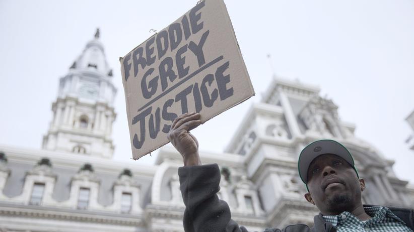 Baltimore: Politik, Baltimore, Baltimore, Ausnahmezustand, Demonstration, Drogenkriminalität, Ermittlung, Polizei, Tod, US-Justizministerium, USA, Boston, Maryland, New York, Washington D.C.