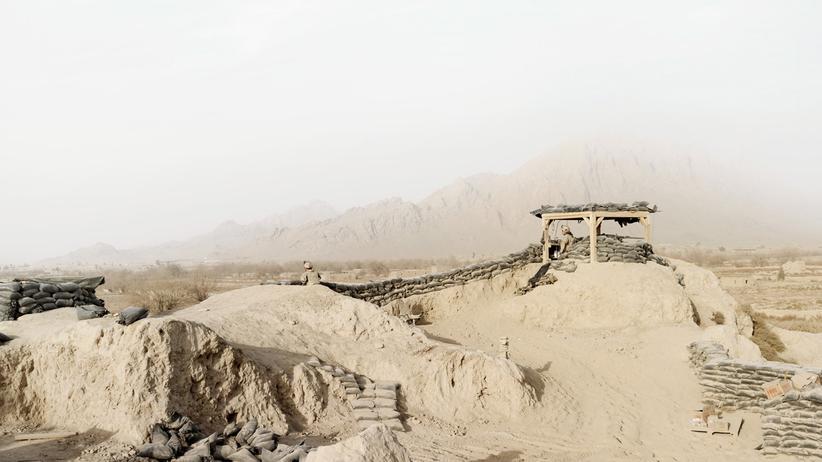 Kriegsfotografie: Wächter auf einsamen Posten
