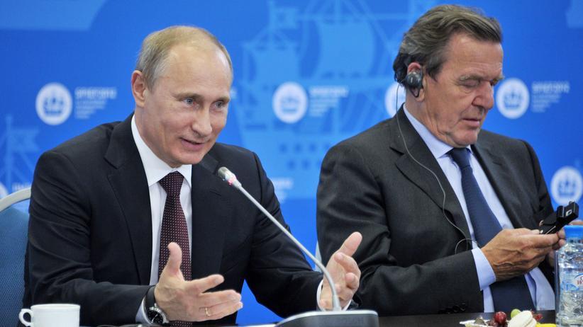 G-7-Gipfel: Putin und Schröder in St. Petersburg (Archivbild)