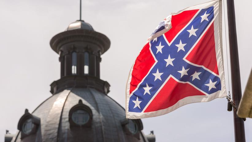 Konföderiertenflagge : Die umstrittene Südstaatenflagge wird vor dem Regierungssitz von South Carolina endgültig abgehängt.