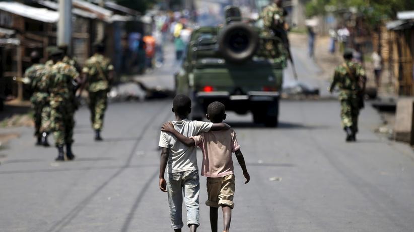Ostafrika: Zwei Jungen in Bujumbura, Burundi