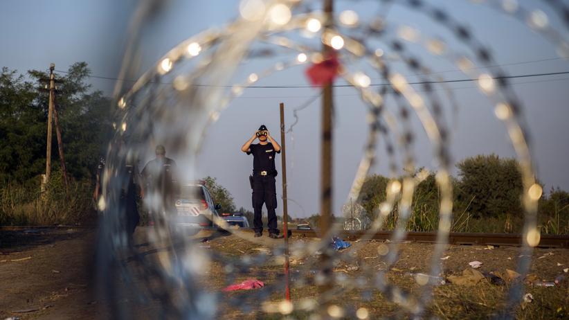 """Flüchtlinge: """"Wir bauen den Zaun nicht aus Spaß"""""""