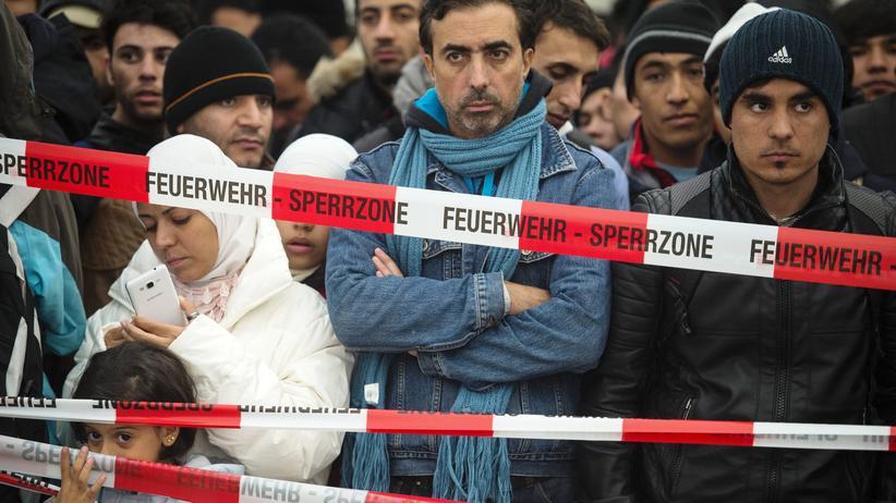 Flüchtlinge: Flüchtlinge vor dem Berliner Lageso